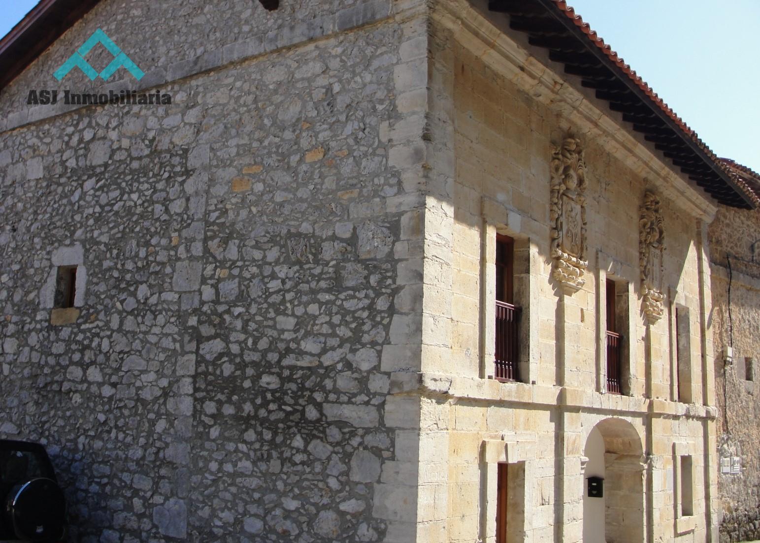 Casona de piedra estilo palacete en San Miguel de Aras