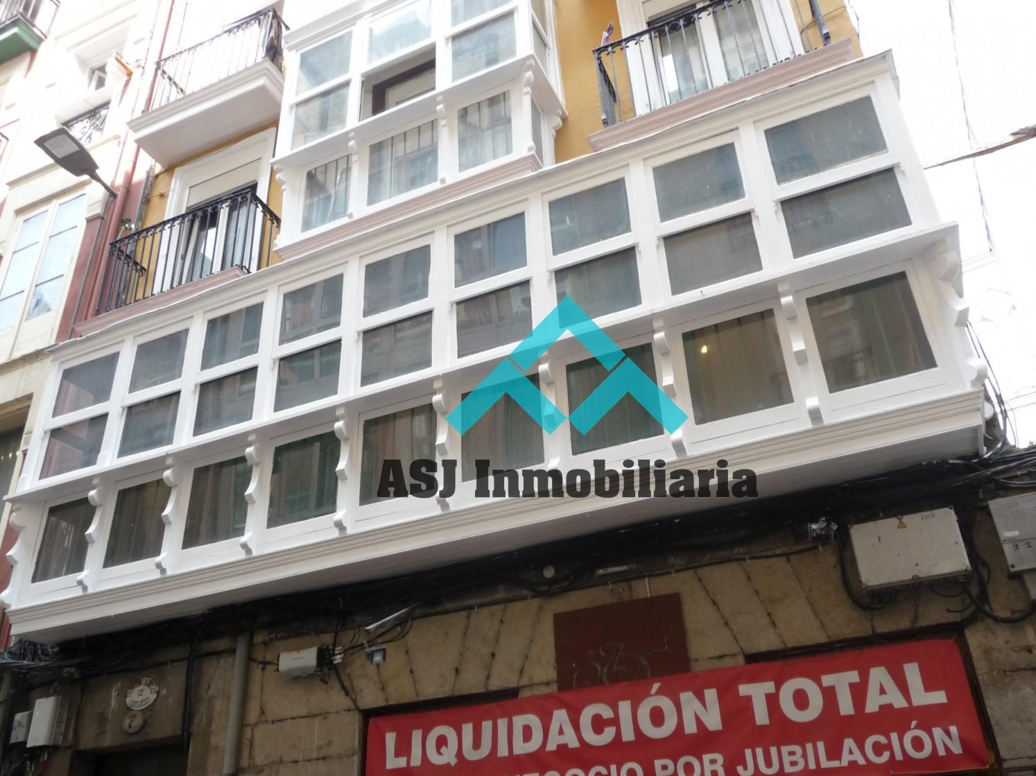Amplio piso en venta en la calle Arrabal
