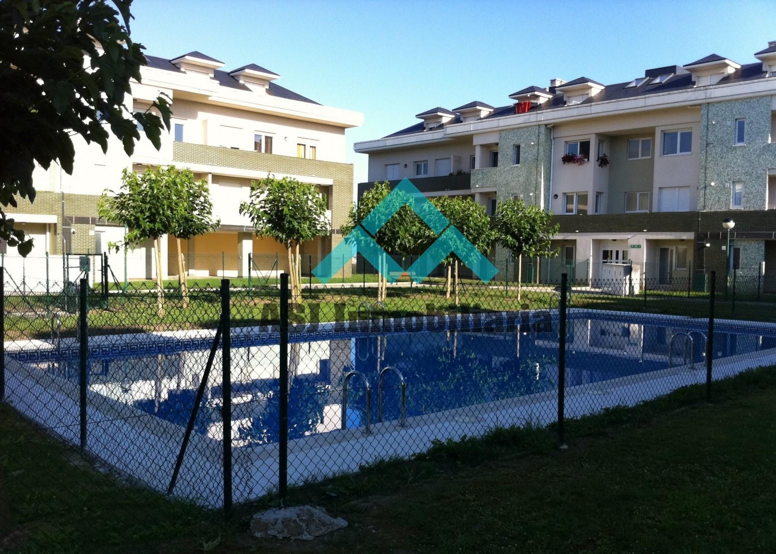 Piso en urbanización con piscina en Suances