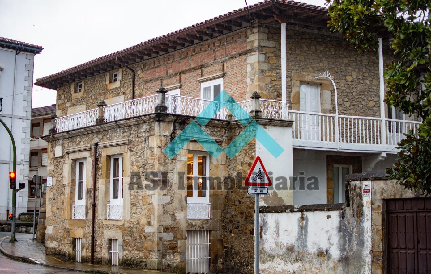 Palacete en venta en Ampuero