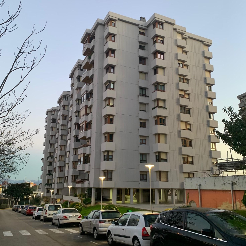 Amplio piso en venta junto al Hospital Valdecilla