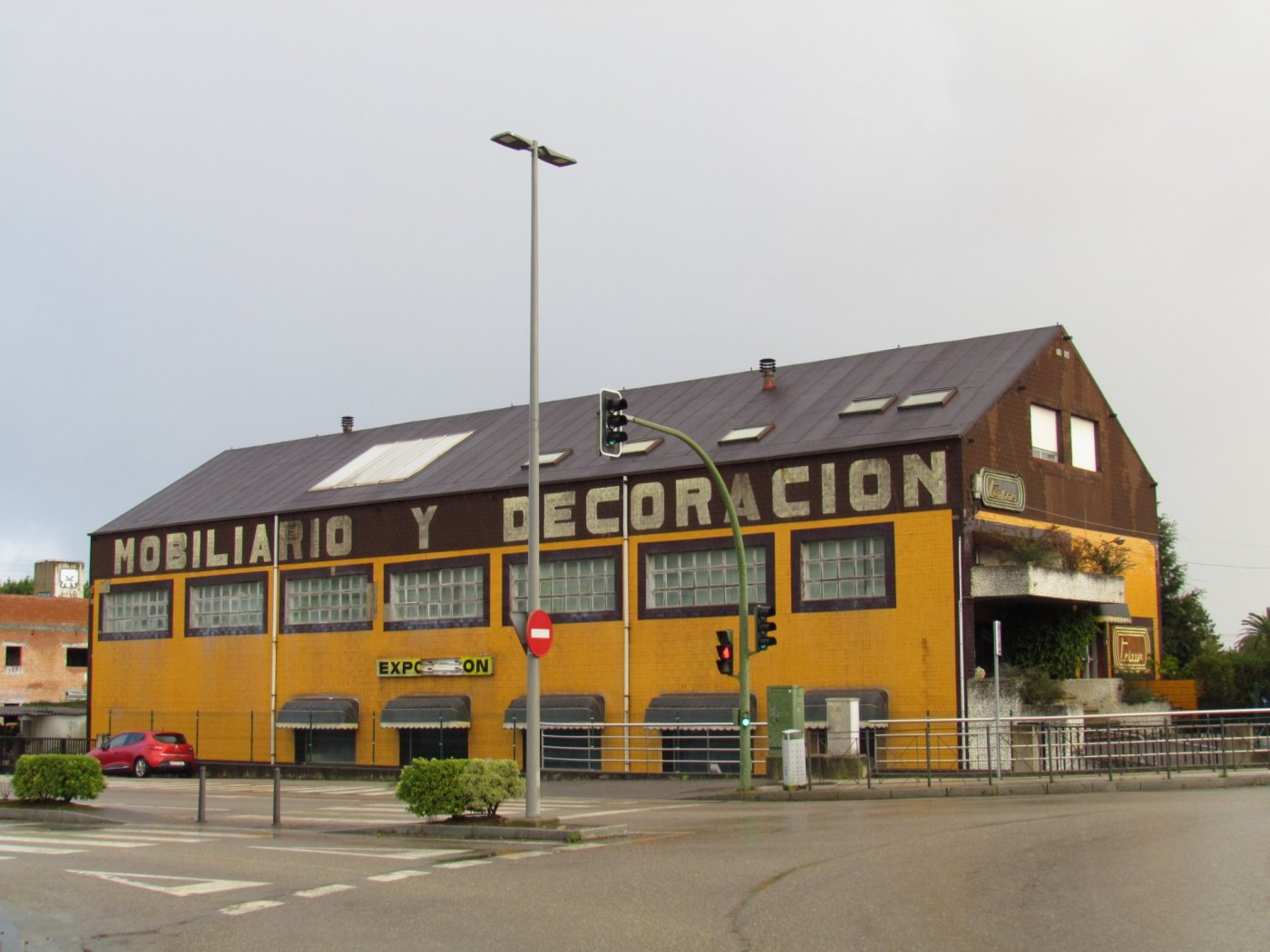 Edificio comercial en alquiler
